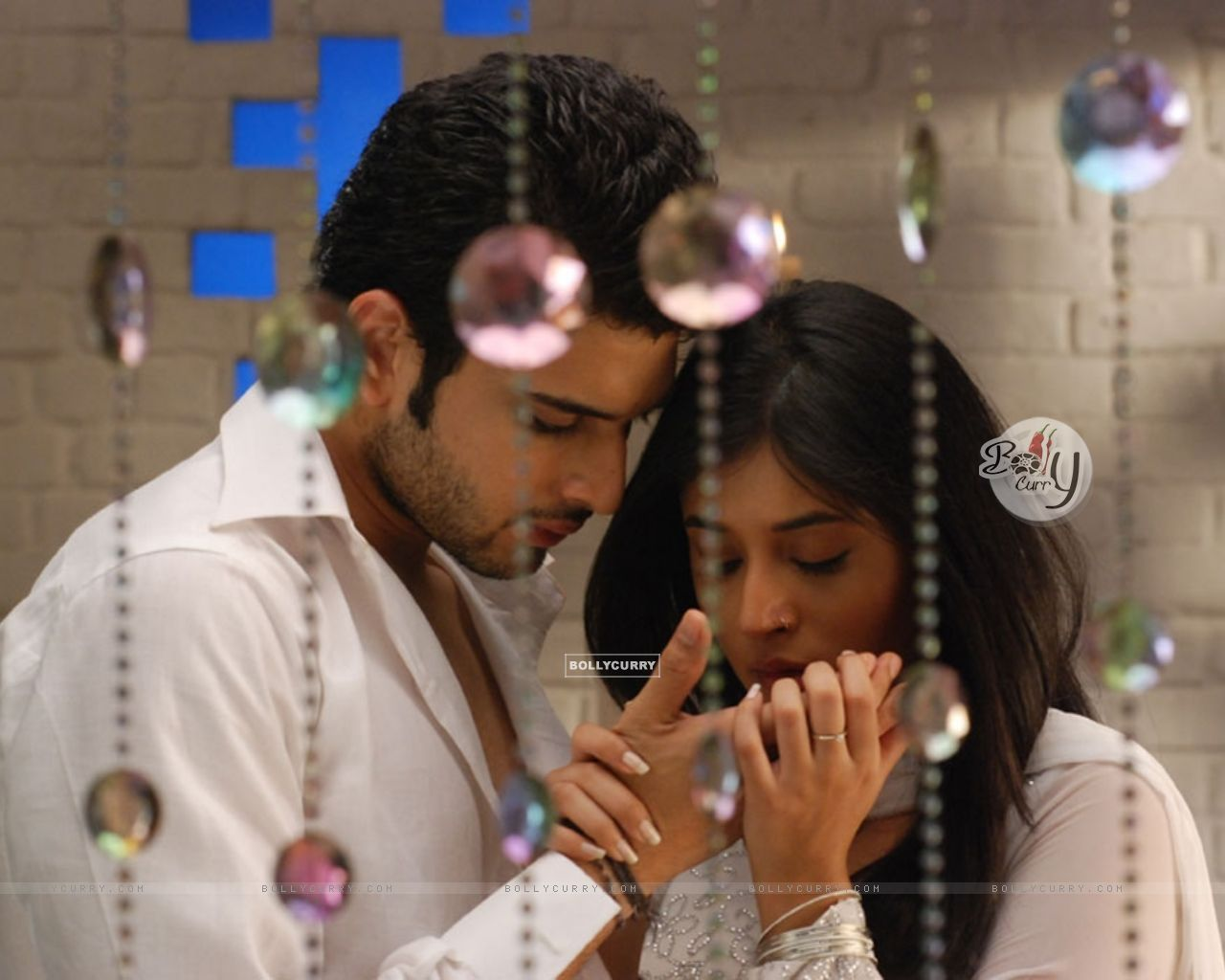 Wallpaper Lovable Scene Of Arjun And Arohi In Kitani Mohabbat Hai