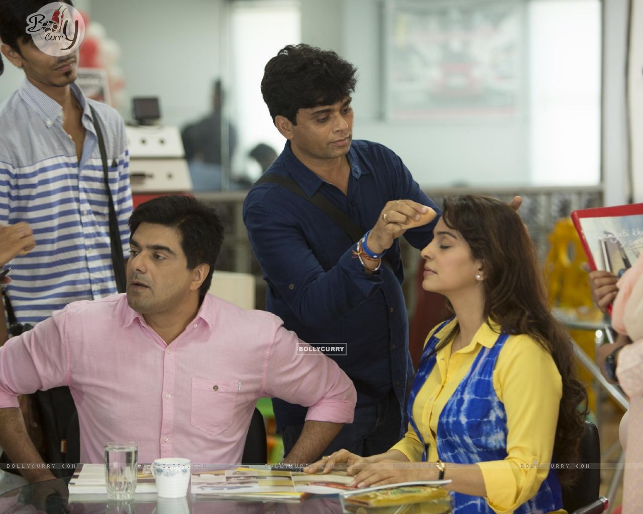 Juhi Chawla and Samir Soni Snapped on the Sets! (368514) size:1280x1024
