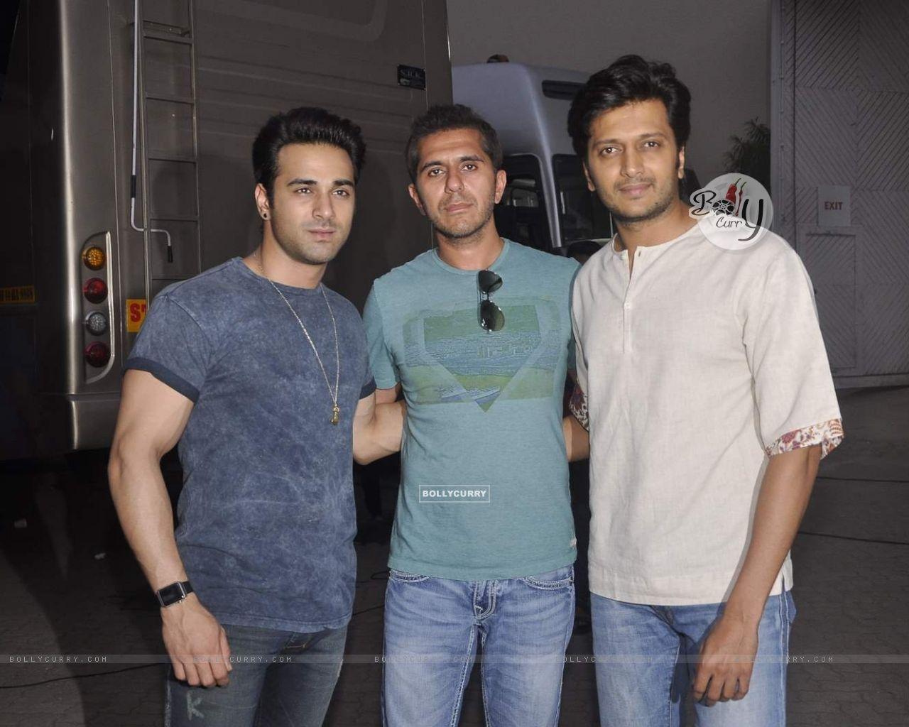 Riteish, Ritesh Sidhwani and Pulkit Samrat for Bangistan Shoot (371041) size:1280x1024