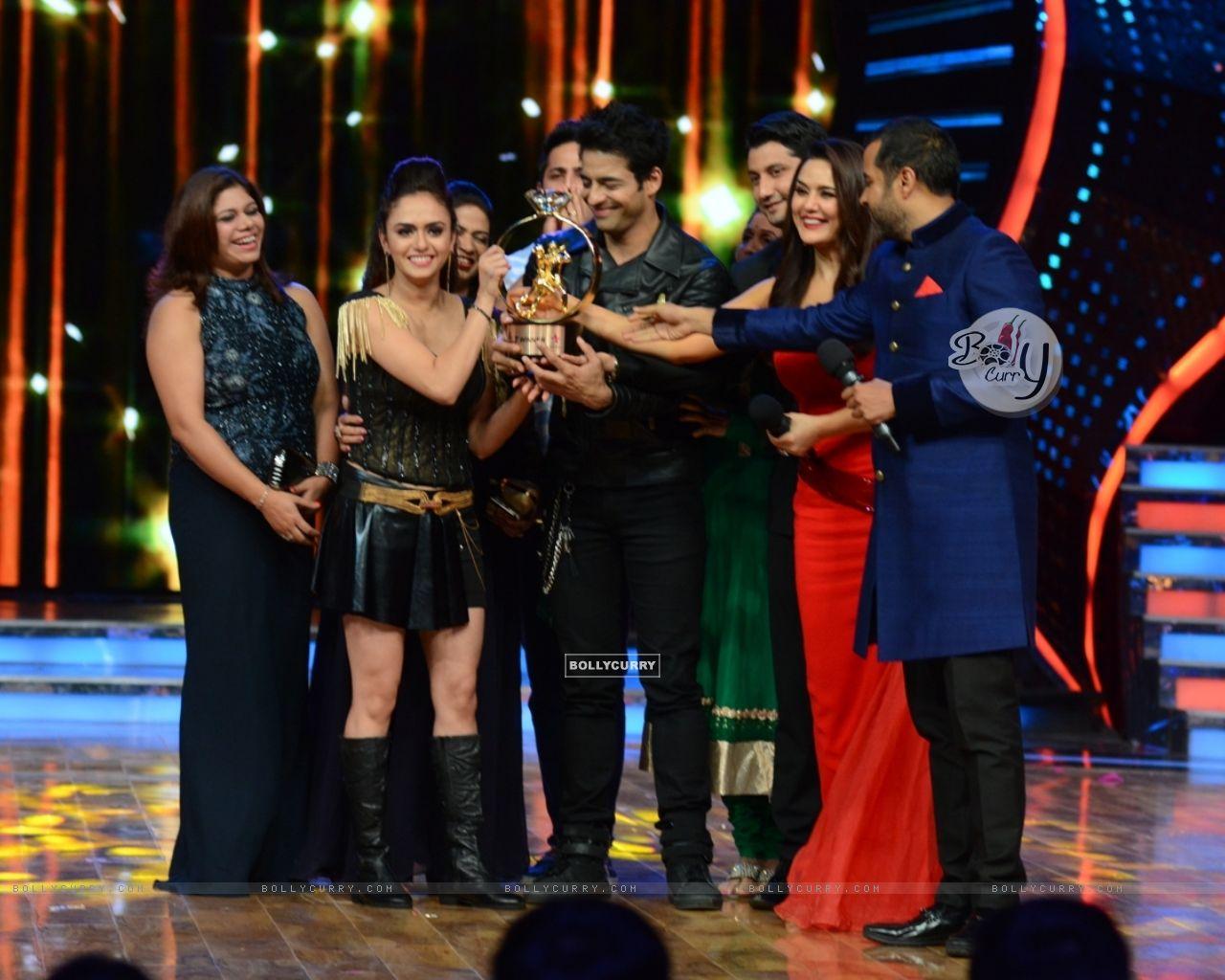 Amruta Khanvilkar and Himmanshoo A Malhotra Winners of Nach Baliye 7 (371750) size:1280x1024