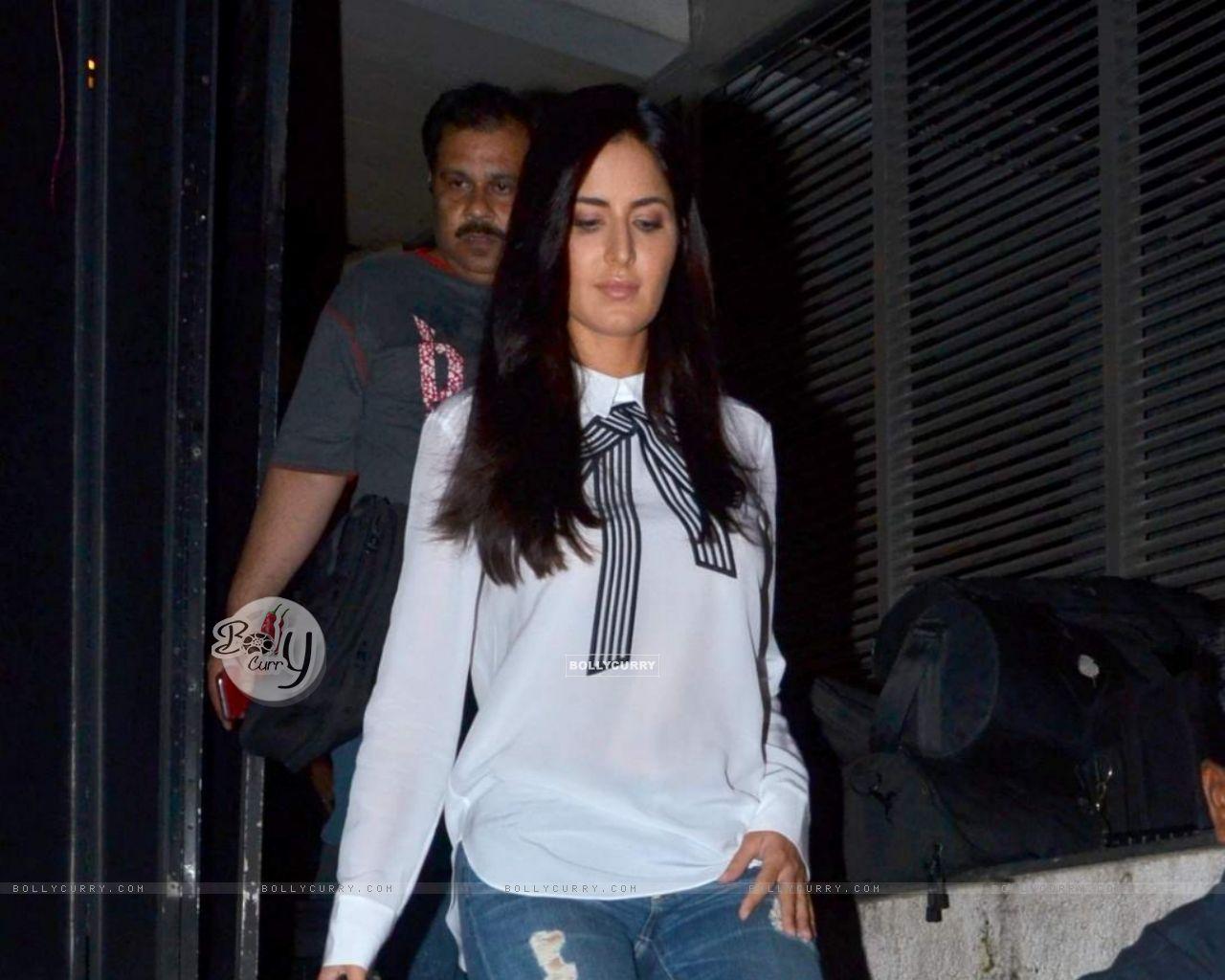 Katrina Kaif Snapped in Bandra (376001) size:1280x1024