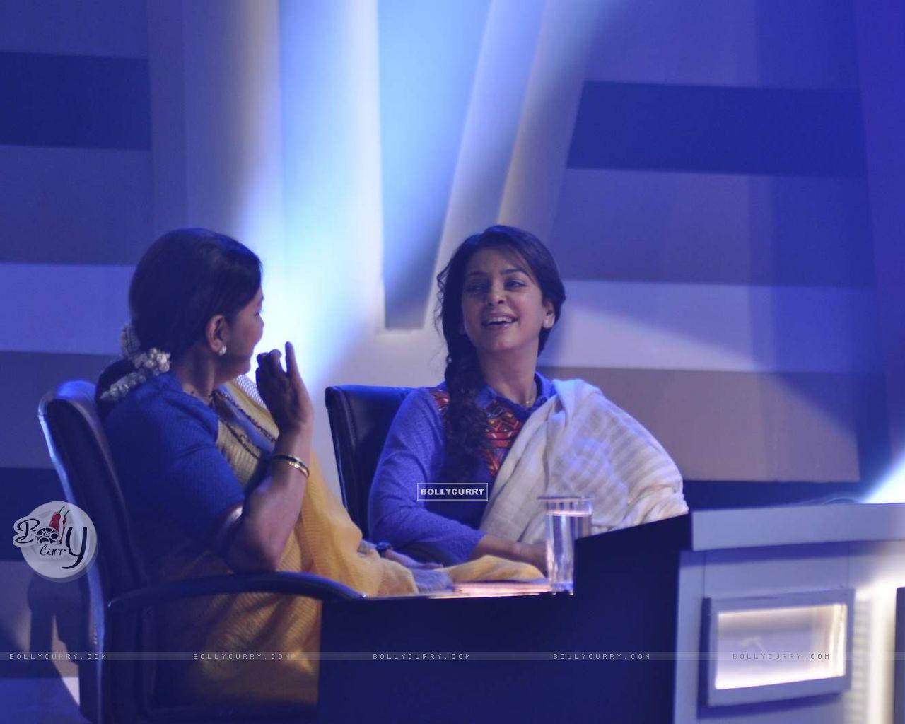 Juhi Chawla and Shabana Azmi on the Sets of Chalk N Duster (382159) size:1280x1024