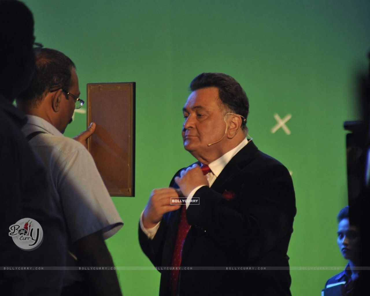 Rishi Kapoor on the Set of Chalk N Duster (382160) size:1280x1024