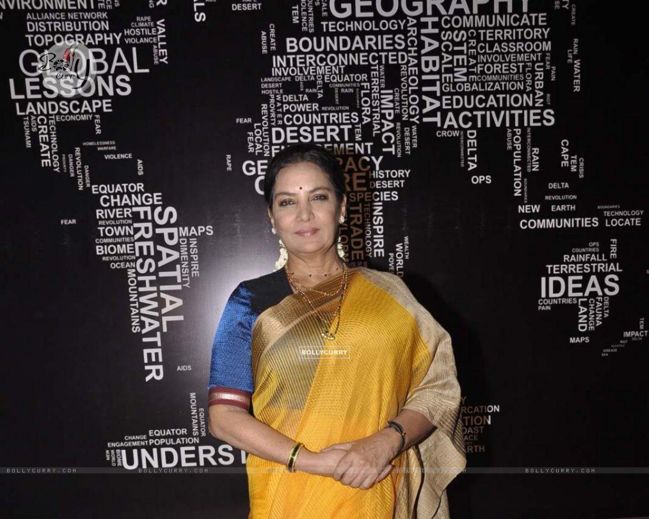 Shabana Azmi on Set of Chalk N Duster (382163) size:1280x1024