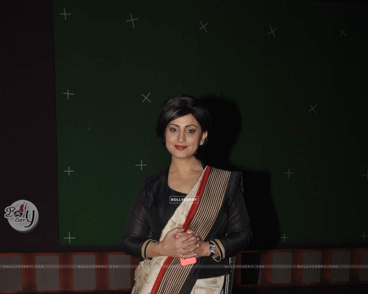 Divya Dutta on Set of Chalk N Duster (382164) size:1280x1024