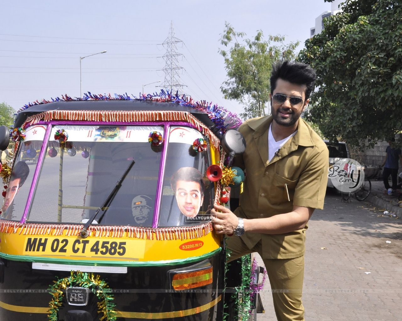 Manish Paul Turns Autorickshaw Driver for Mission Sapne (383211) size:1280x1024