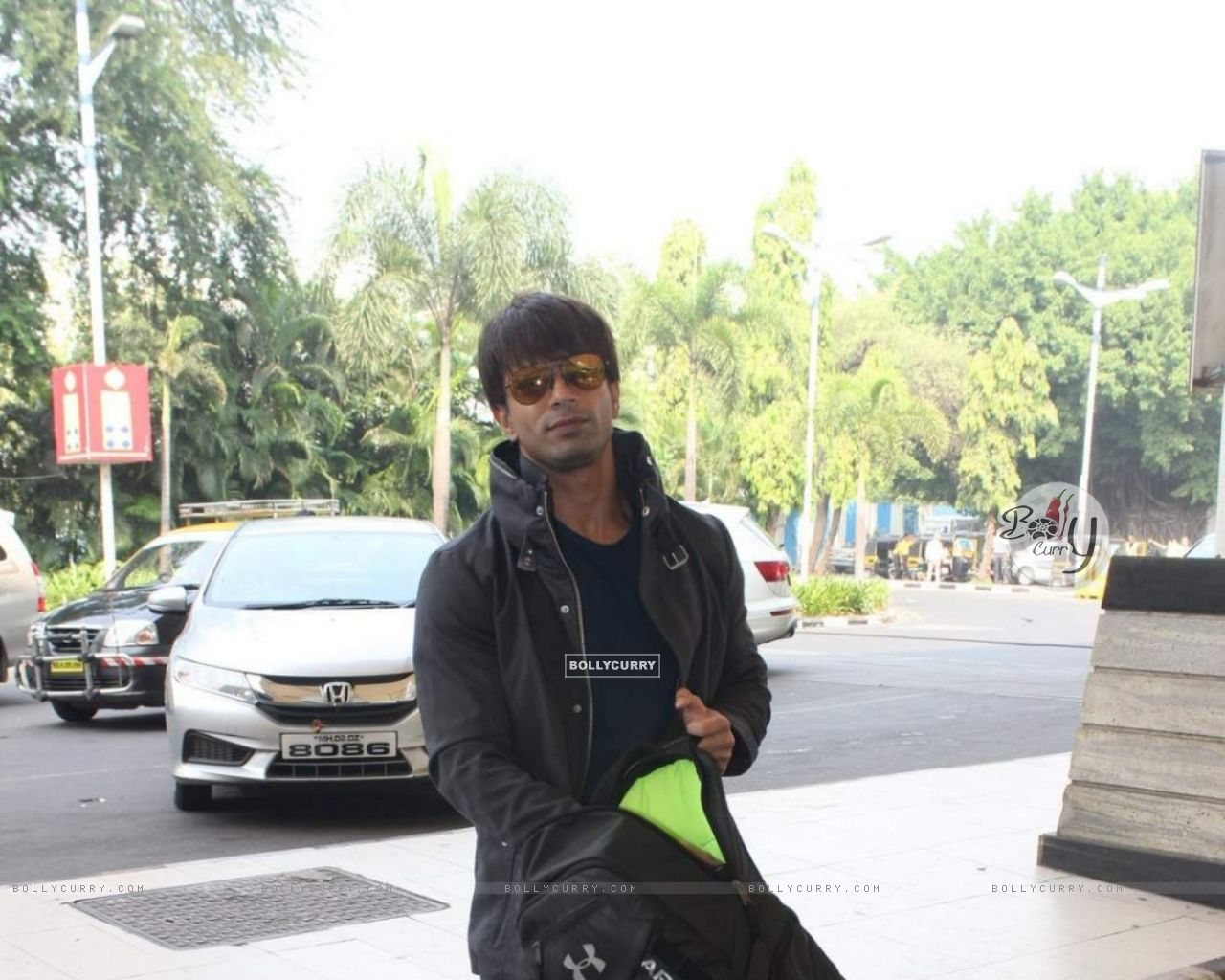 Karan Singh Grover snapped at Airport (385986) size:1280x1024