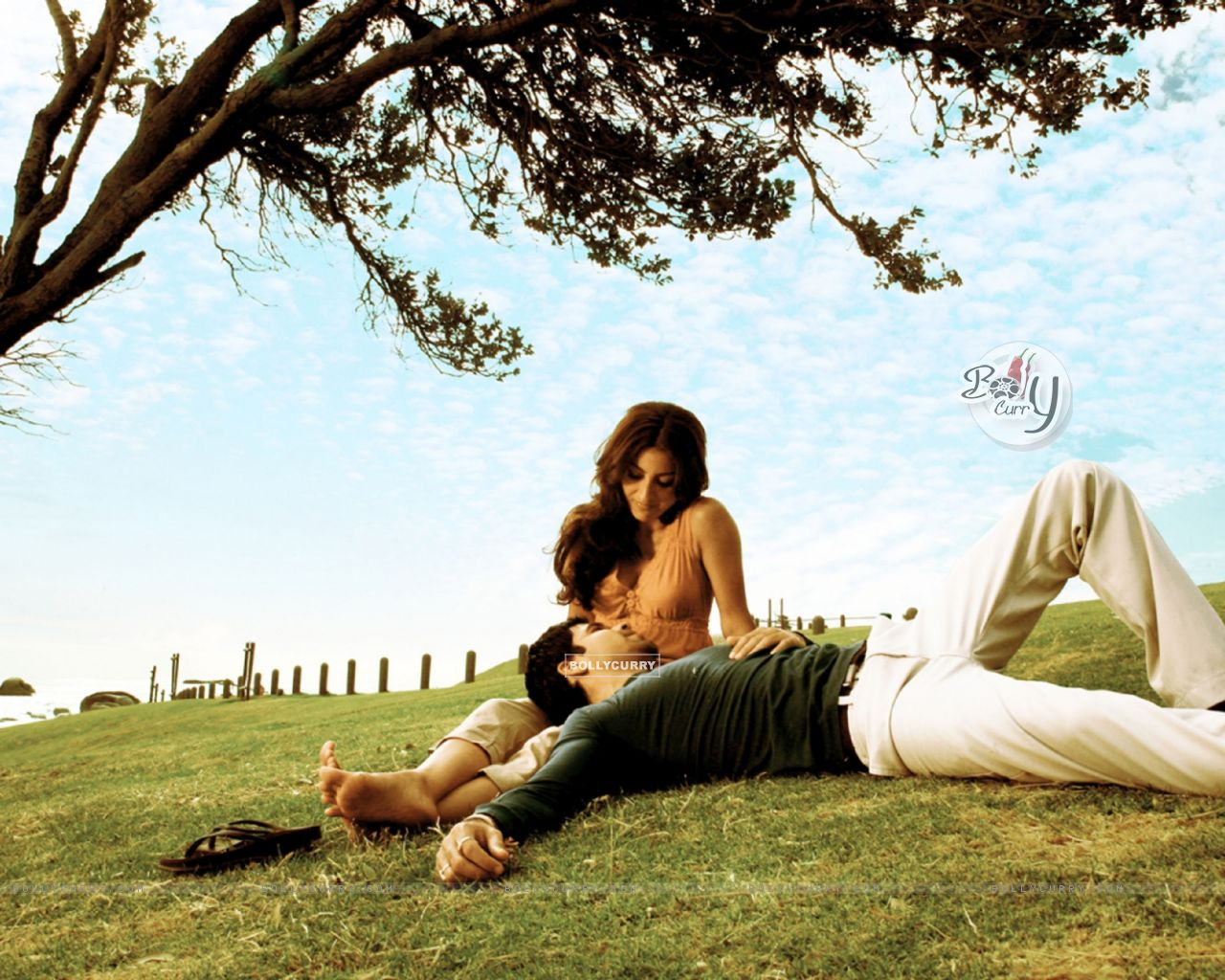 Lovable scene of Emraan Hashmi and Soha Ali Khan (38609) size:1280x1024