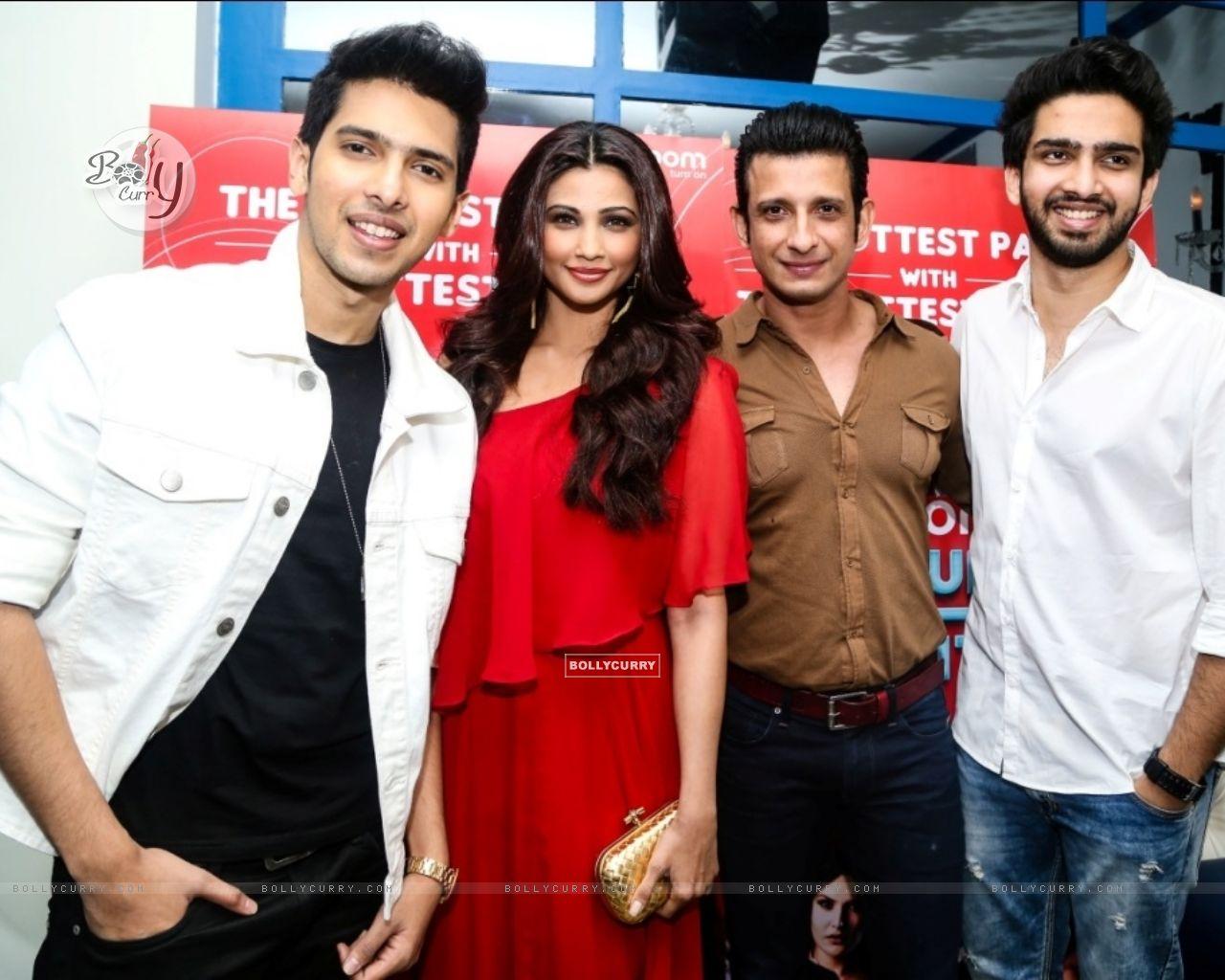 Daisy Shah, Sharman Joshi, Armaan and Amaal Mallik at an event (386183) size:1280x1024