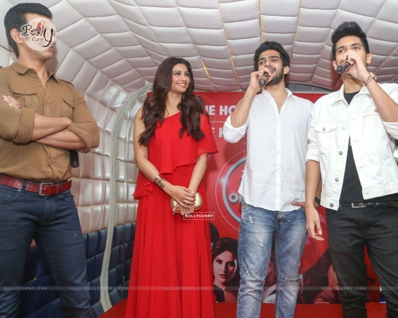 Daisy Shah, Sharman Joshi, Armaan Malik and Amaal Mallik at an event (386185) size:1280x1024