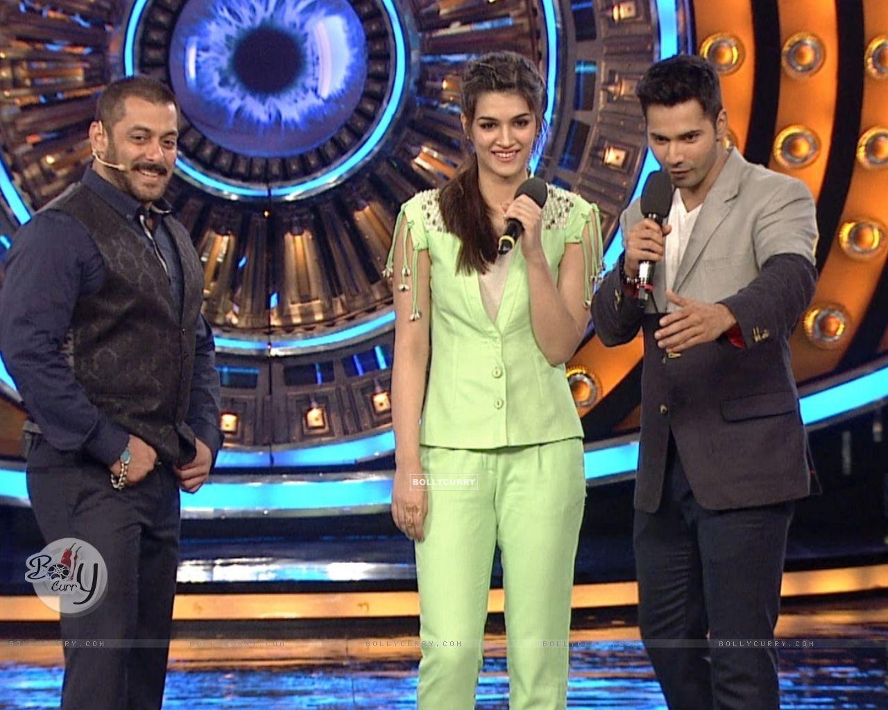 Varun Dhawna and Kriti Sanon Promotes 'Dilwale' on Bigg Boss 9 (386192) size:1280x1024