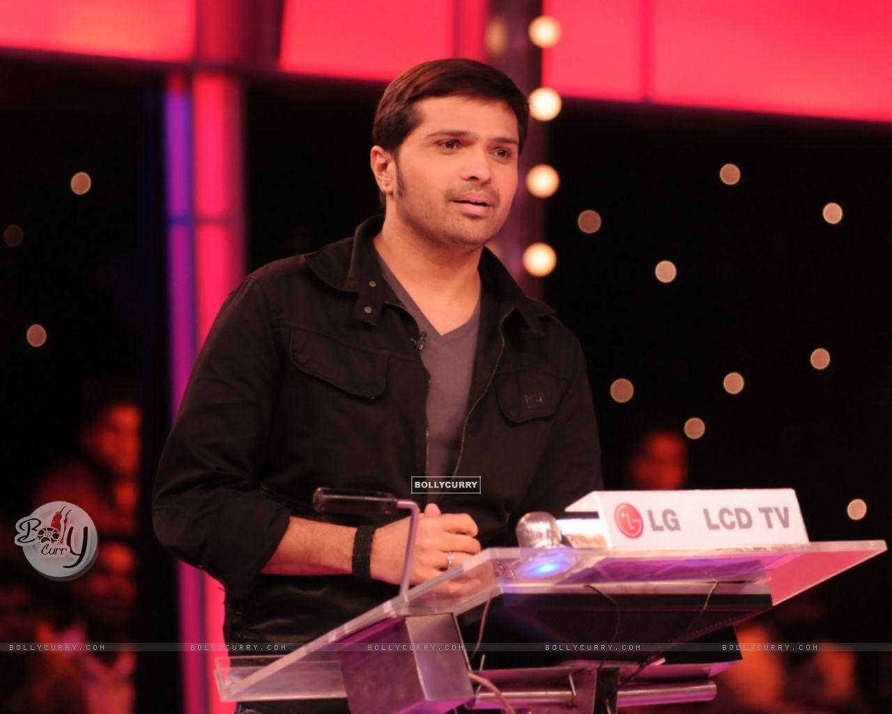 Himesh Reshmmiya playing on 10 Ka Dum (38671) size:1280x1024