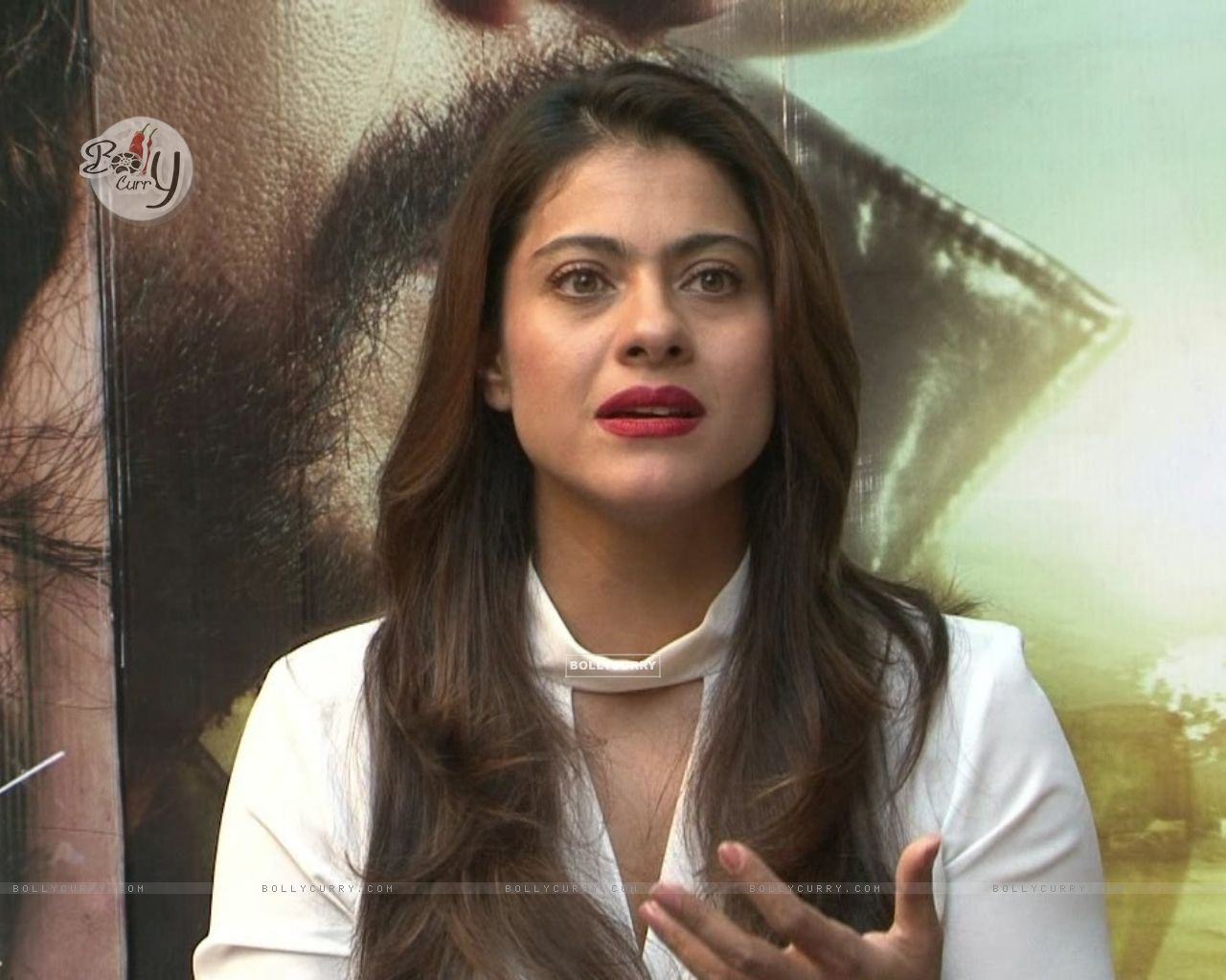 Kajol Snapped During 'Dilwale' Interview (387356) size:1280x1024