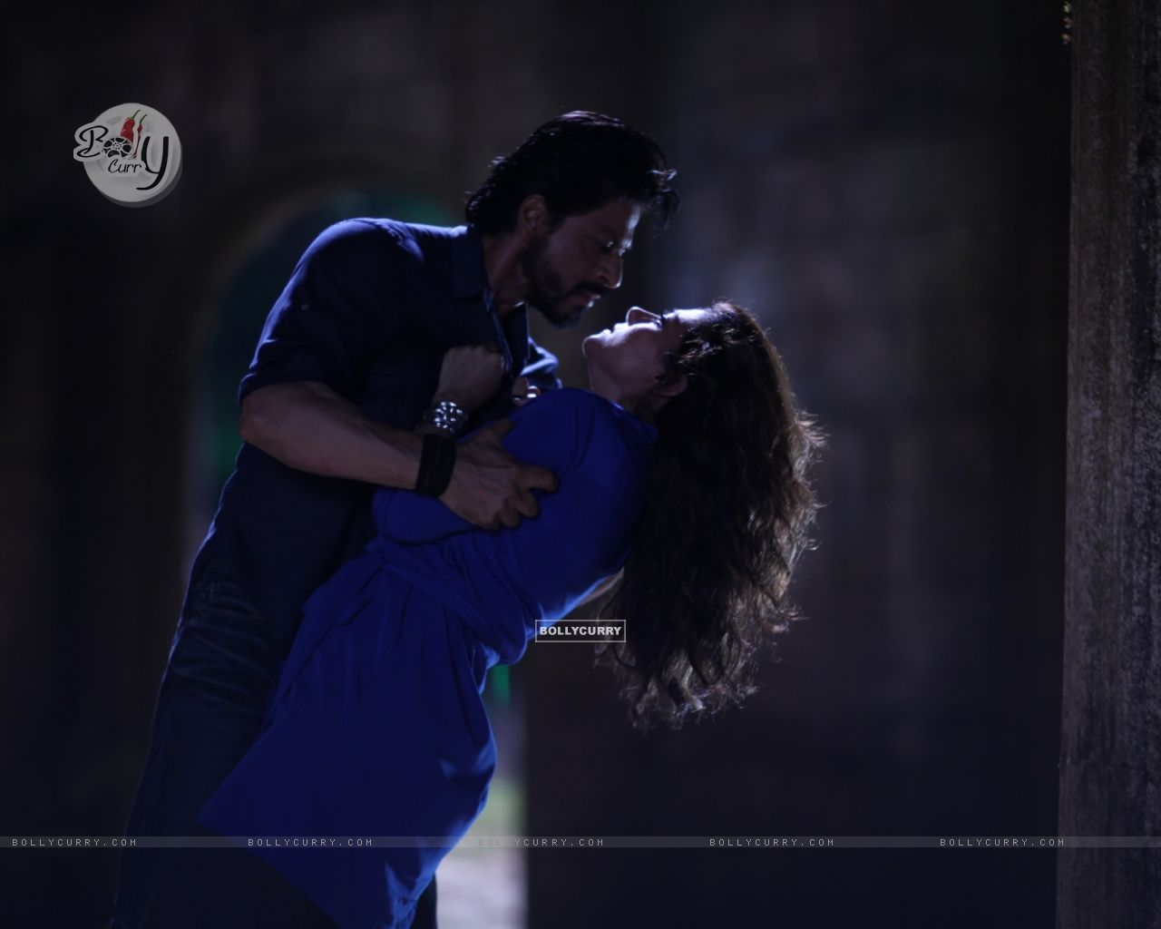 Shah Rukh Khan and Kajol - A Still from Dilwale (387391) size:1280x1024