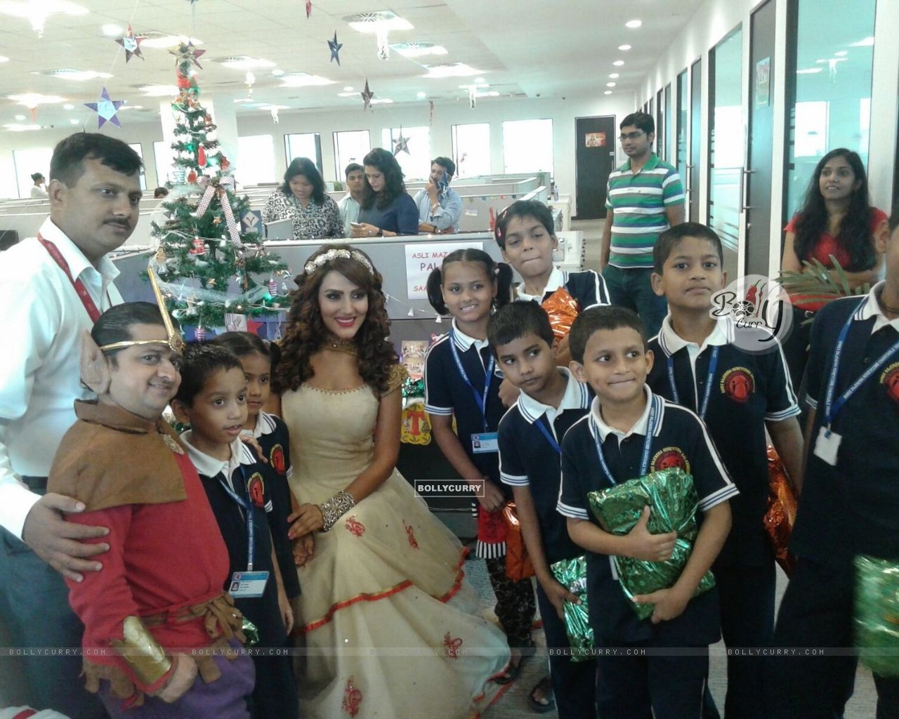Sudeepa Singh Celebrates New Year and Christmas with Kids (389761) size:1280x1024