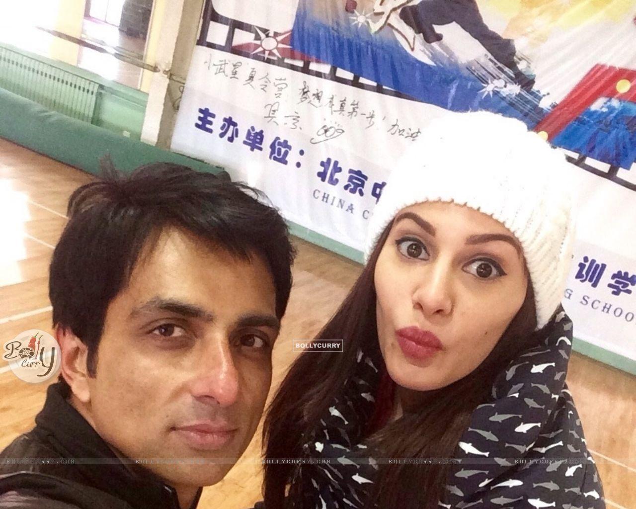 Amyra Dastur and Sonu Sood Bond On the Sets Kung Fu Yoga (389789) size:1280x1024
