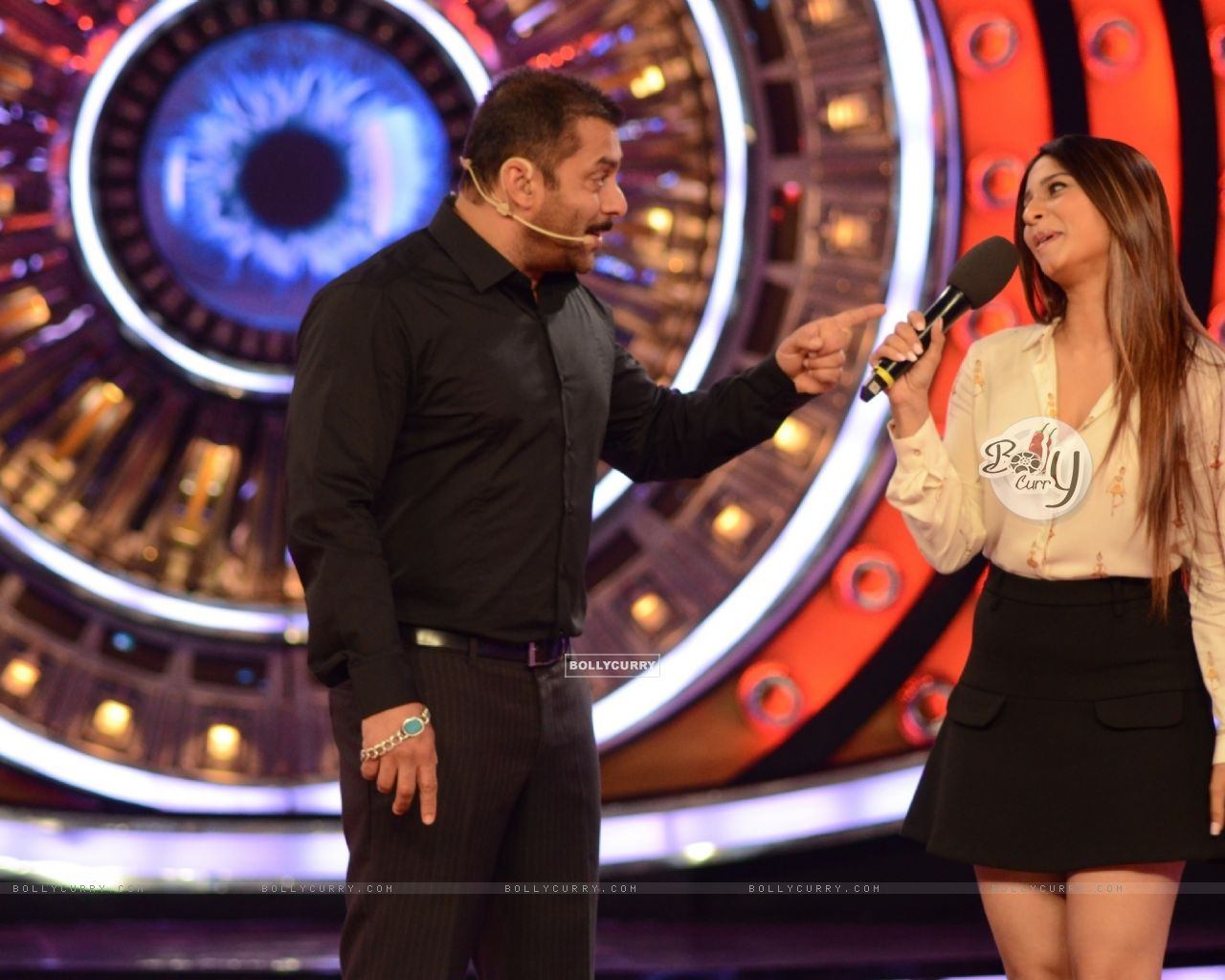 Bigg Boss 9: Salman Khan and Tanishaa Mukerji (390050) size:1280x1024