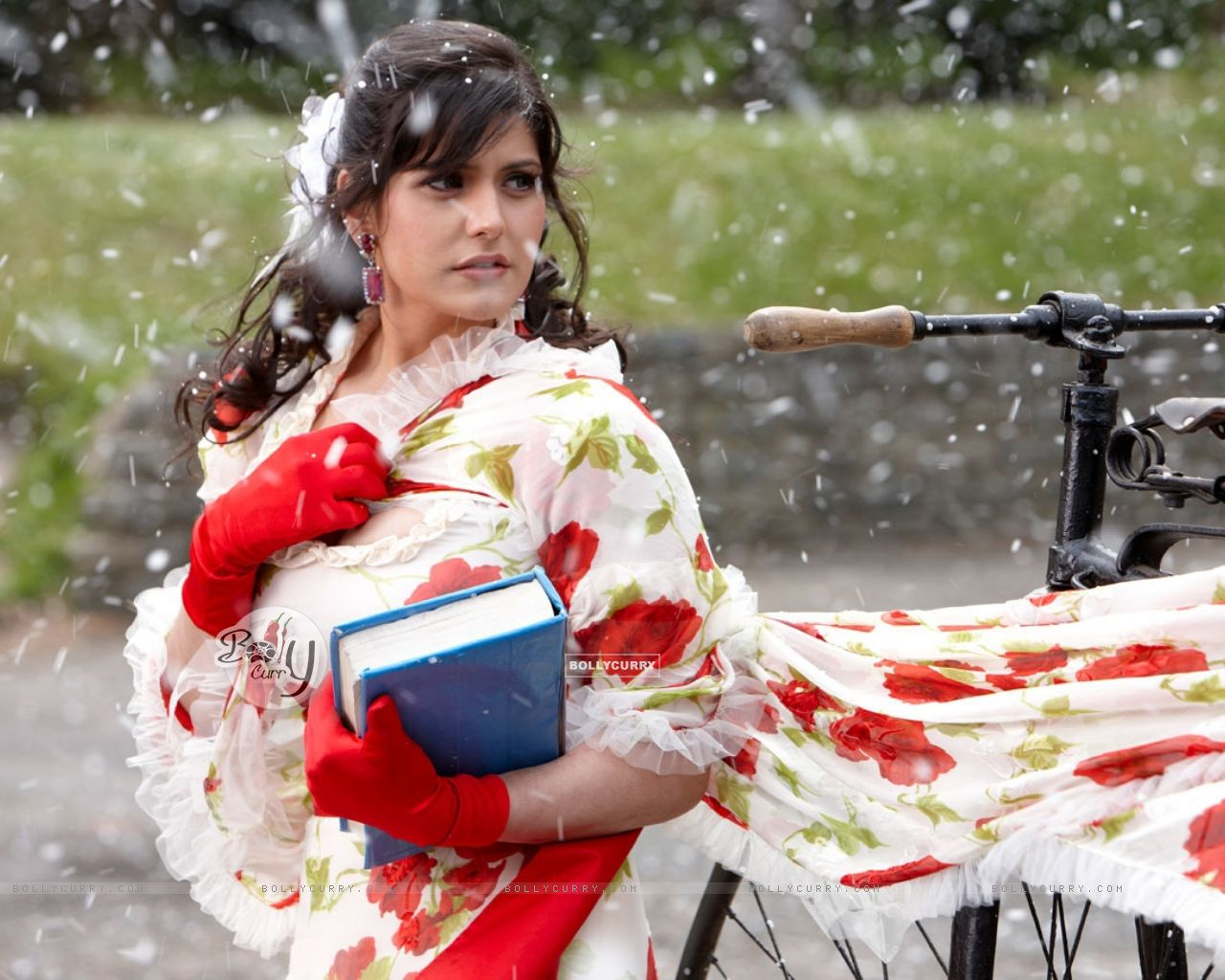 A still image of Zarine Khan (39871) size:1280x1024