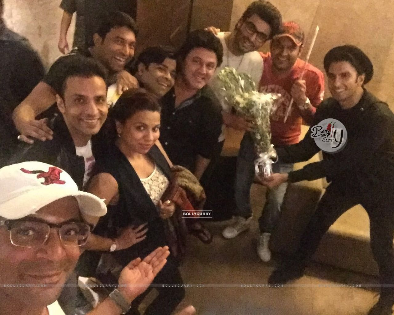 Kapil Sharma Team attends Special Screening of Ki And Ka (401926) size:1280x1024