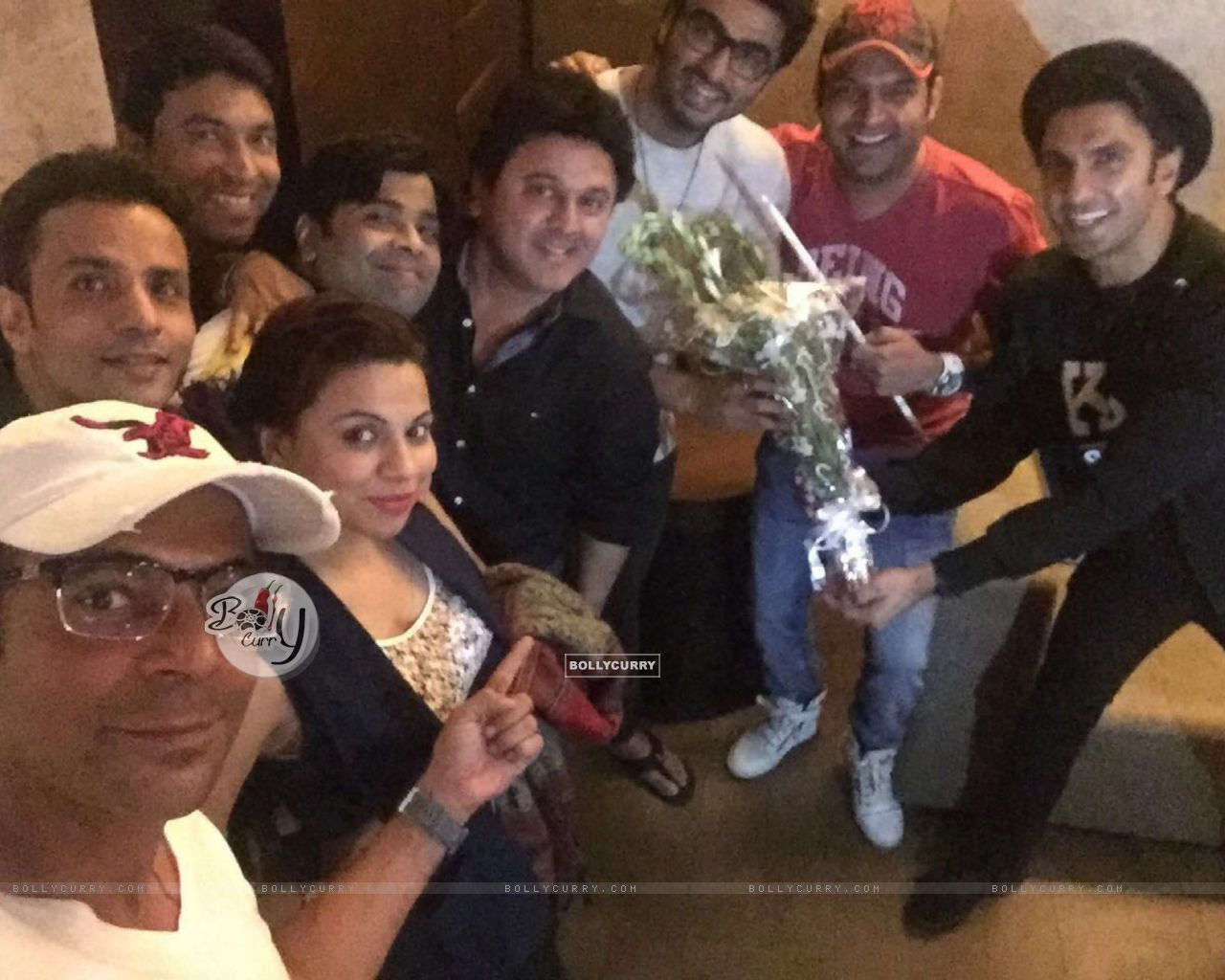 Kapil Sharma Team attends Special Screening of Ki And Ka (401927) size:1280x1024
