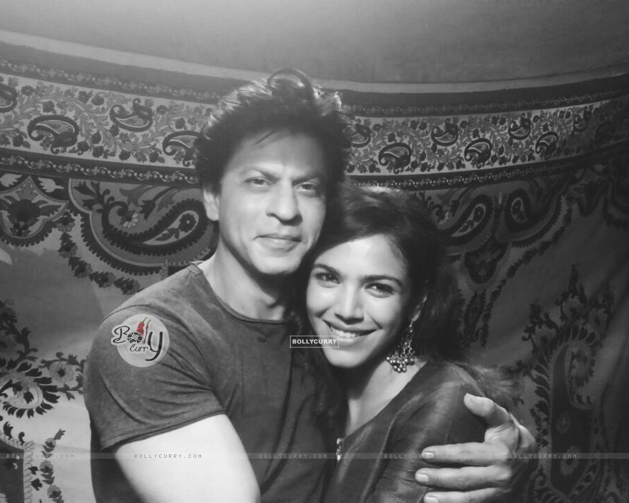 Shriya Pilgaonkar with Shah Rukh Khan (404220) size:1280x1024