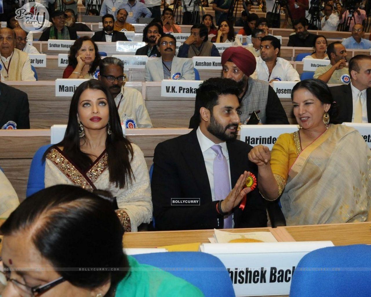 Jaya Bachchan, Aishwarya Rai Bachchan and Abhishek Bachchan at National Award Ceremony (405131) size:1280x1024