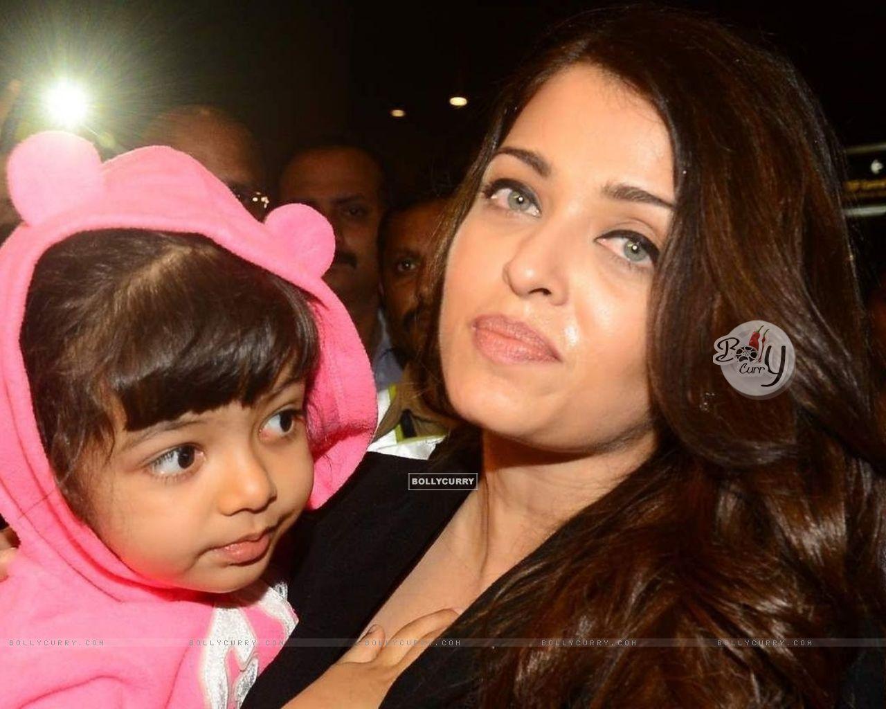 Aishwarya Rai Bachchan with Aaradhya Bachchan (406238) size:1280x1024