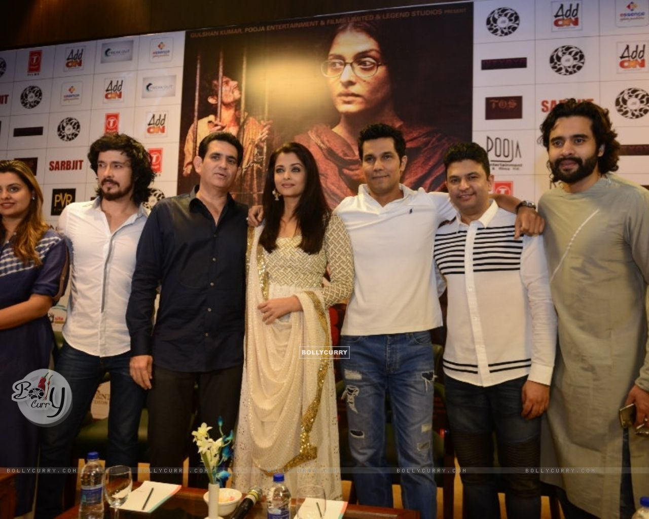 Cast of 'Sarbjit' at Press Meet (406612) size:1280x1024