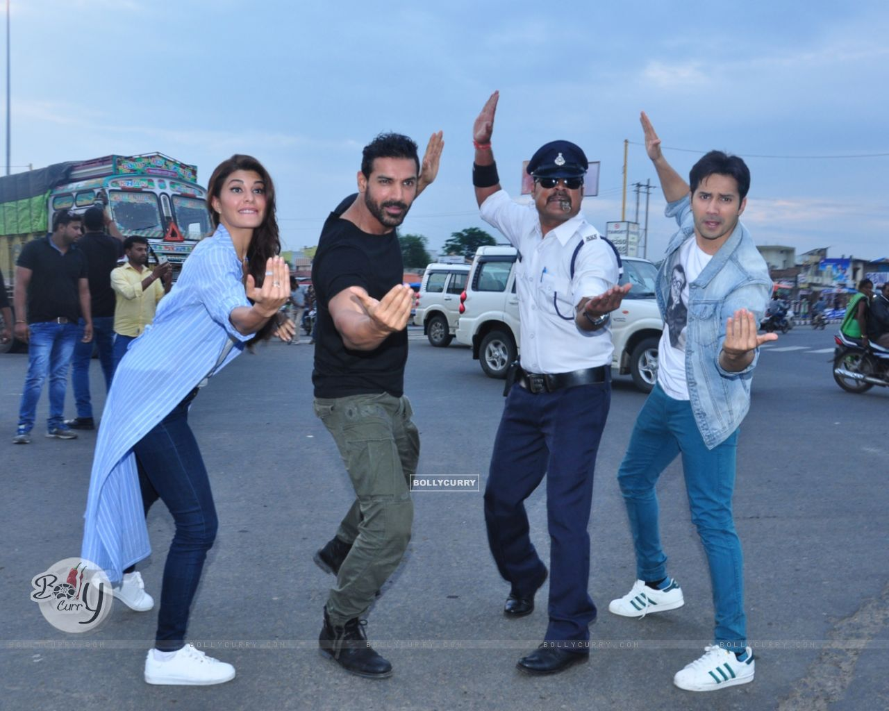 Dishoom trio John, Jacqueline and Varun turned traffic cops (413566) size:1280x1024