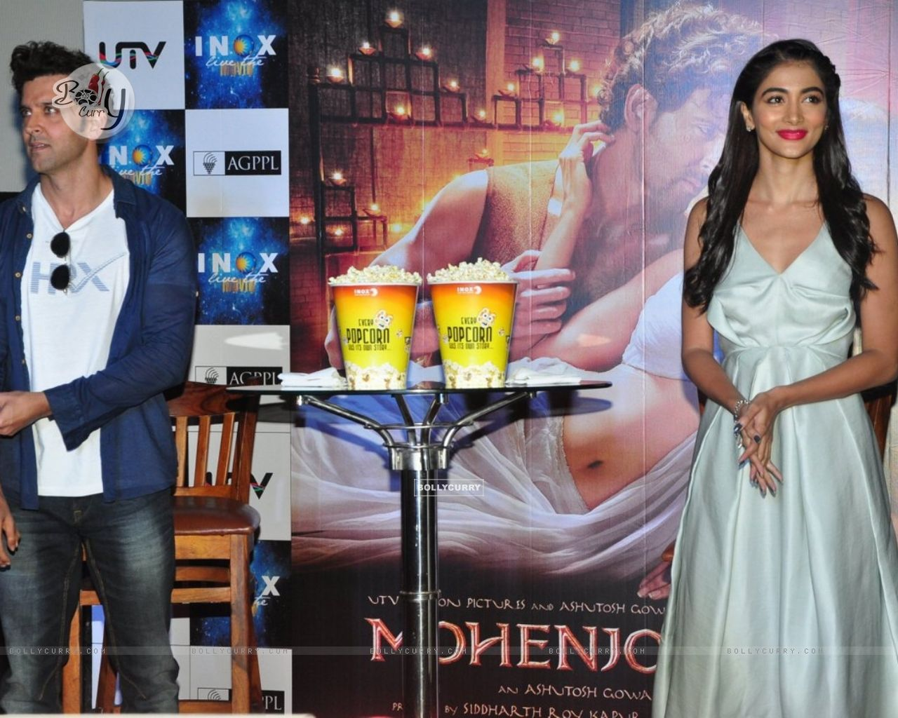 Hrithik Roshan and Pooja Hegde Promotes of Mohenjo daro at INOX (415792) size:1280x1024