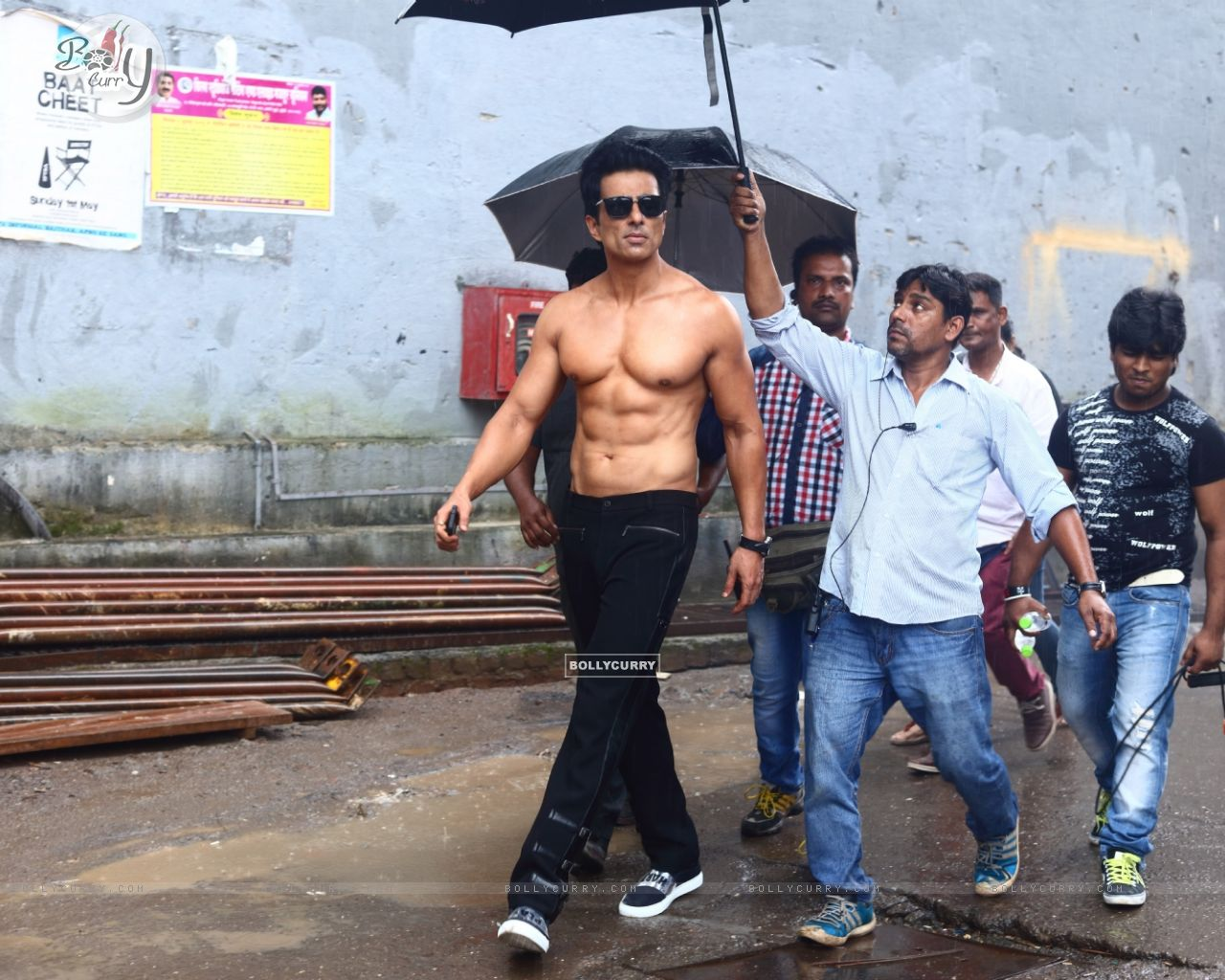 Sonu Sood goes shirtless for his home production 'Two In One' (416383) size:1280x1024