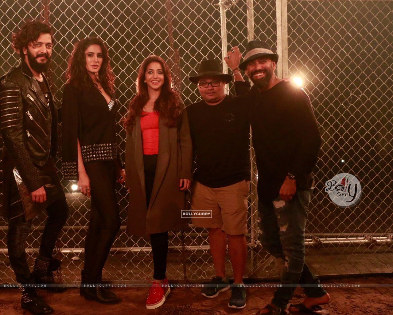 Riteish Deshmukh, Nargis Fakhri, Krishika Lulla shoot for a song in Banjo (420489) size:1280x1024