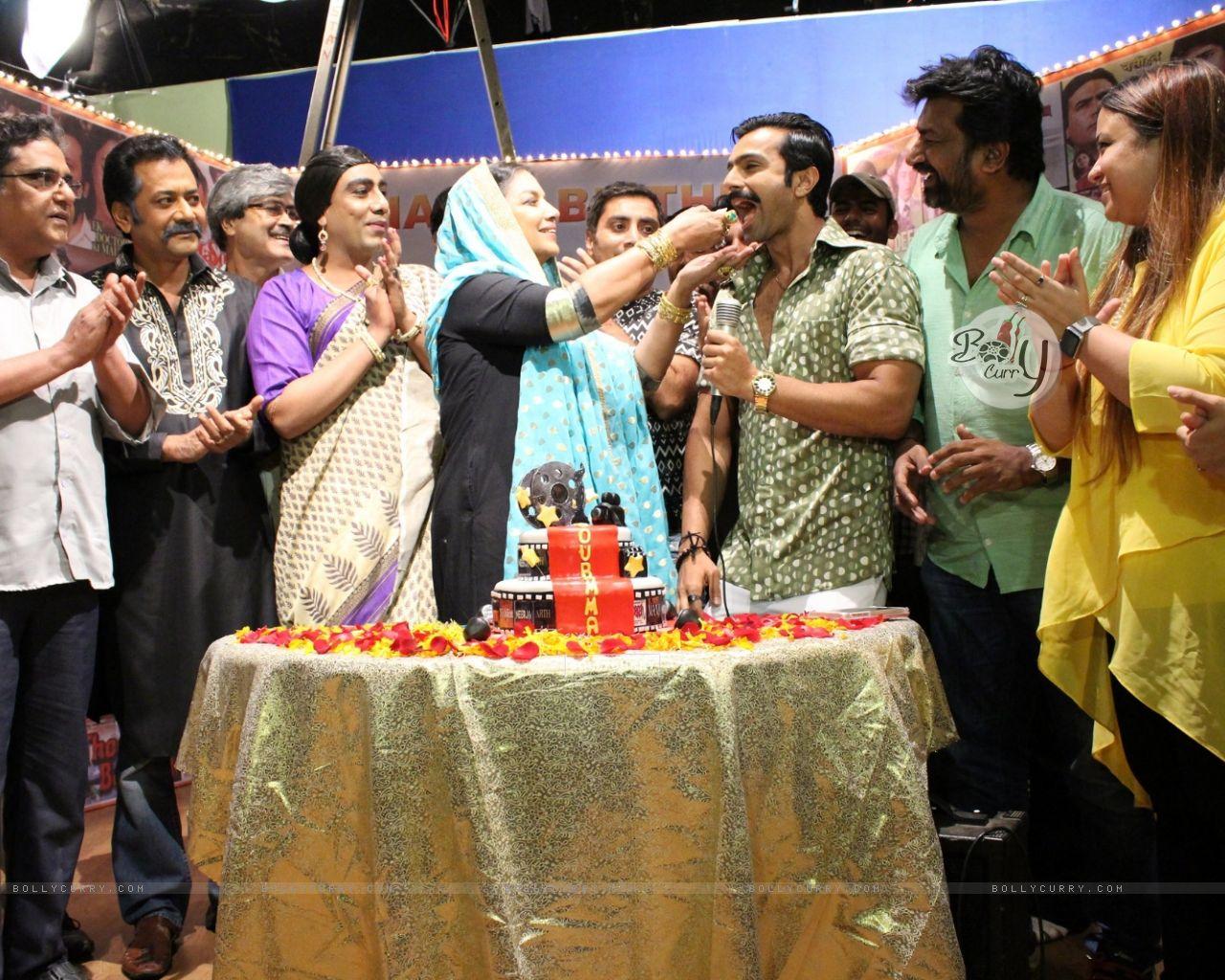 Celebs at Shabana Azmi's birthday bash on the sets of Amma (420824) size:1280x1024