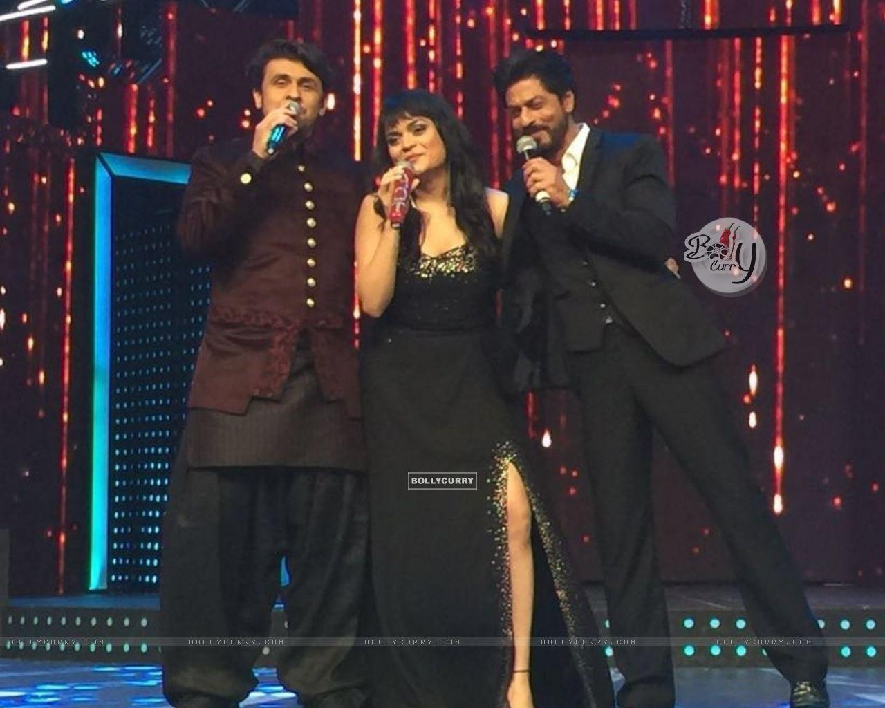 Aditi Singh Sharma with Sonu Niigam and Shah Rukh Khan (421277) size:1280x1024