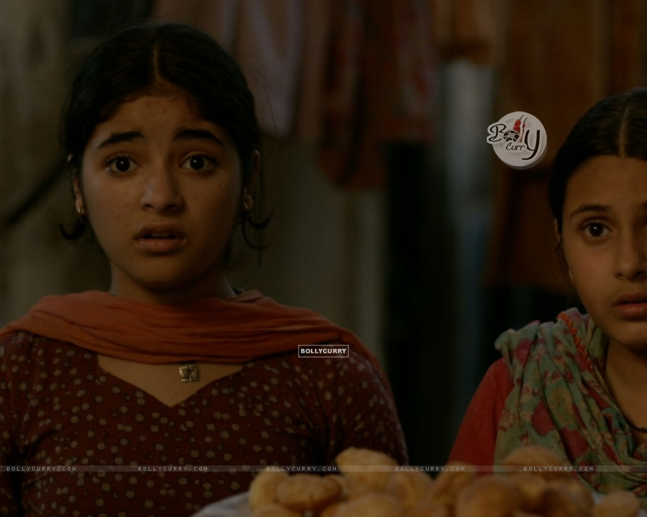 Still of Zaira Wasim and Suhani Bhatnagar from Dangal (423319) size:1280x1024