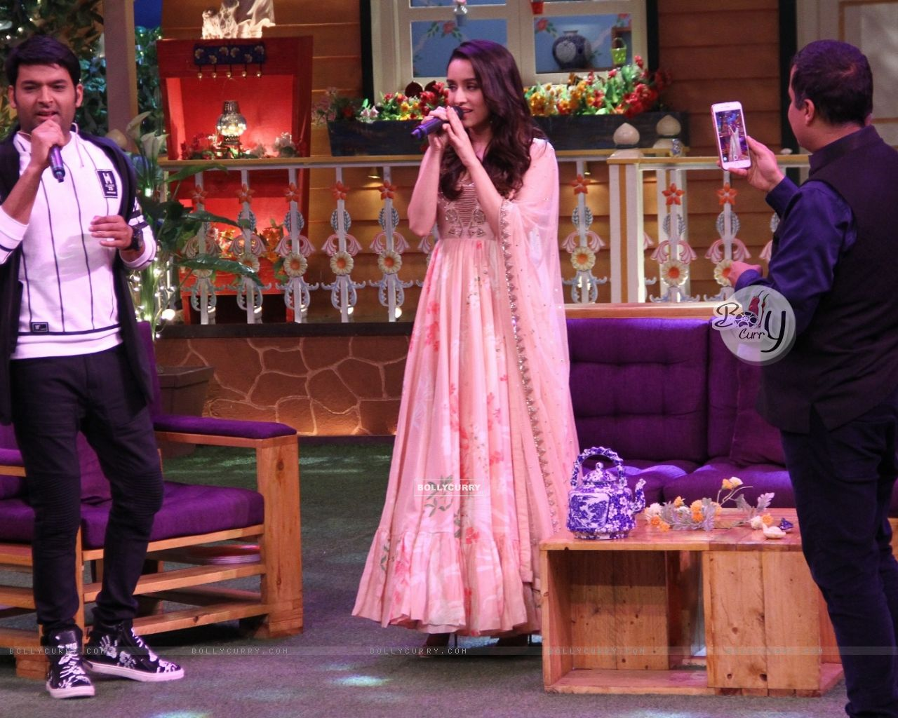 Shraddha Kapoor sings on 'The Kapil Sharma Show' (428540) size:1280x1024
