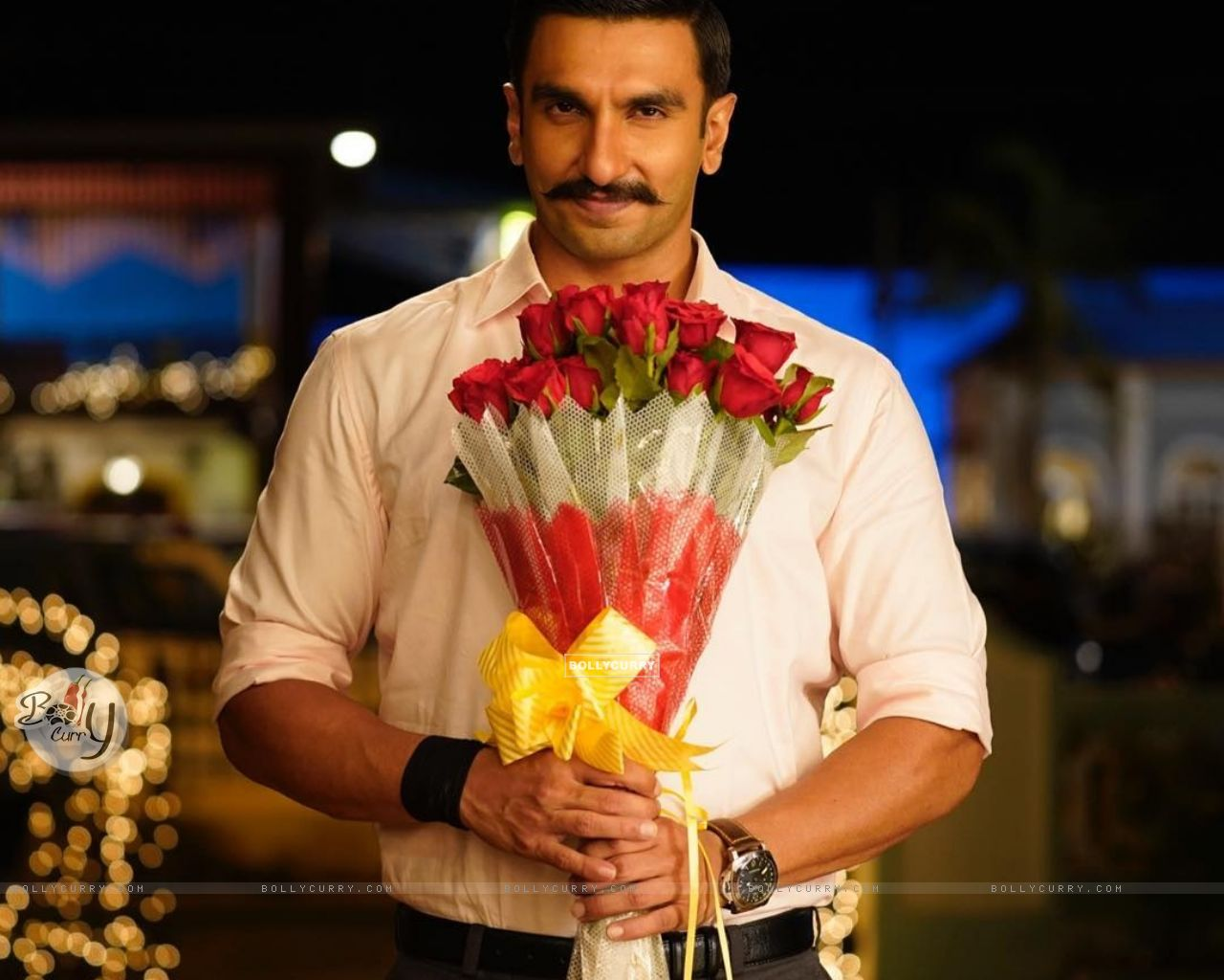 Ranveer Singh with bouquet scene from movie Simmba (442754) size:1280x1024