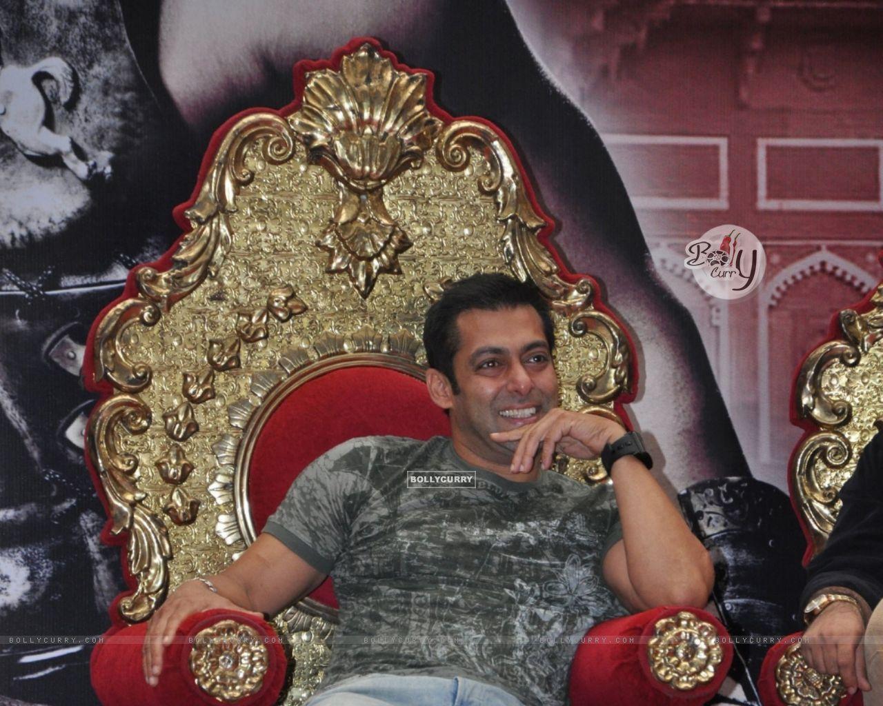 Wallpaper - Salman Khan with Kids at