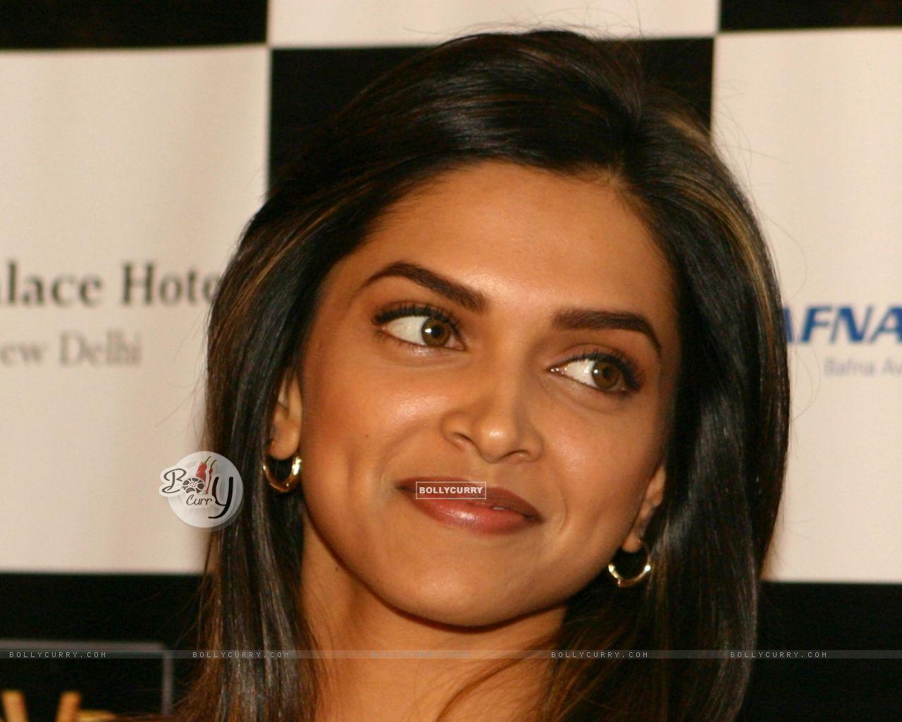Deepika Padukone Haircut Name In Karthik Calling Karthik ...