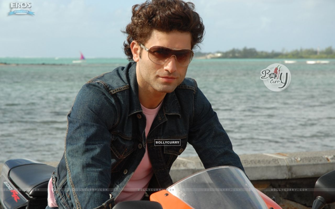 http://img.bollycurry.com/wallpapers/1280x800/12040-shiney-ahuja-looking-hot.jpg