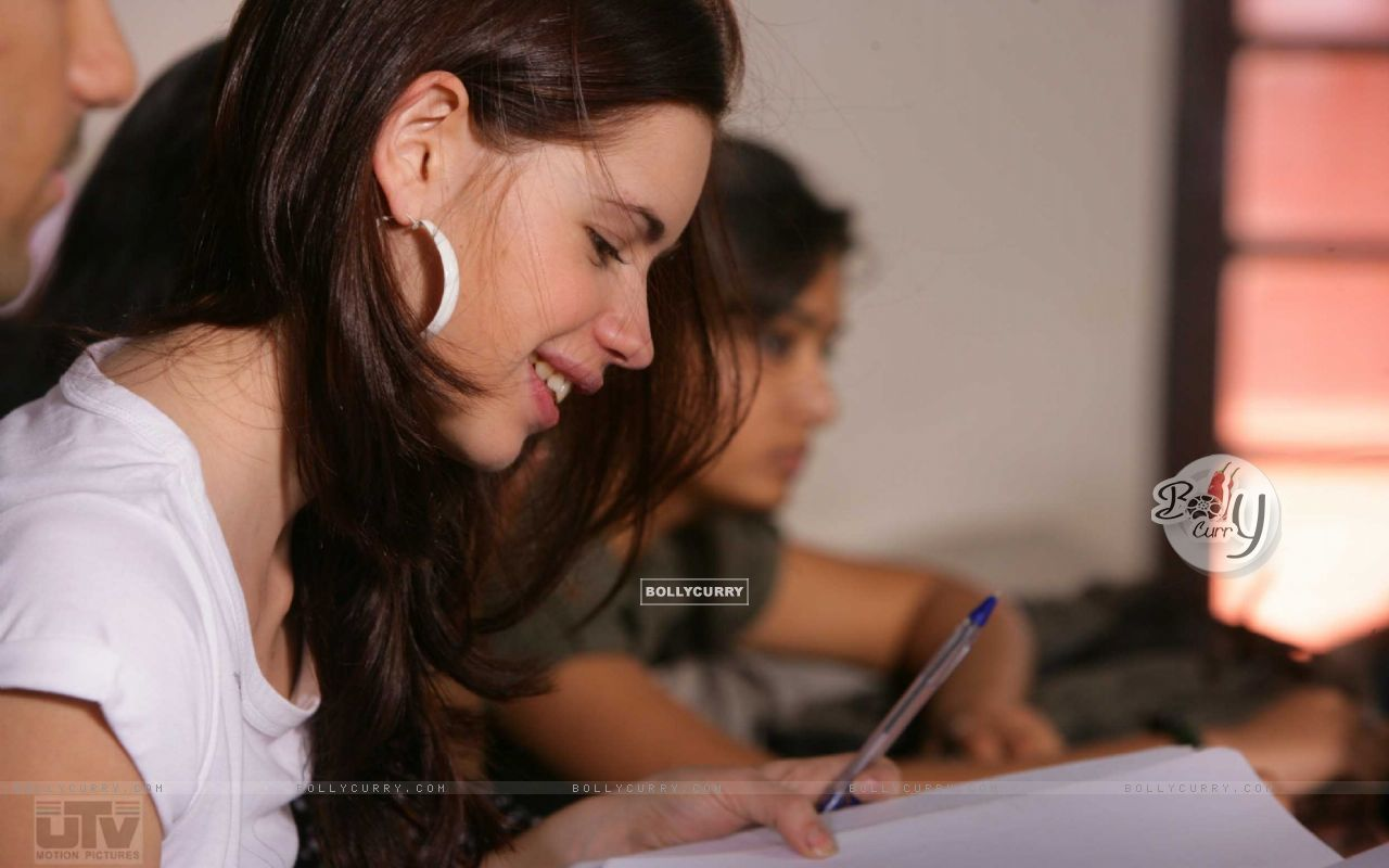 Kalki Koechlin studying in Dev D (12520) size:1280x800