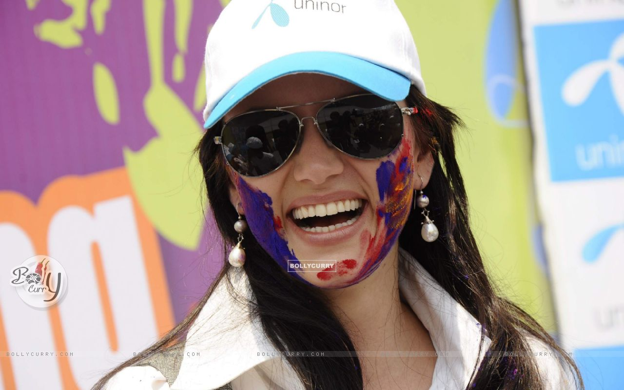 Yana charms at Uninor Holi event for NGO children at Xaviers Institute. . (126009) size:1280x800