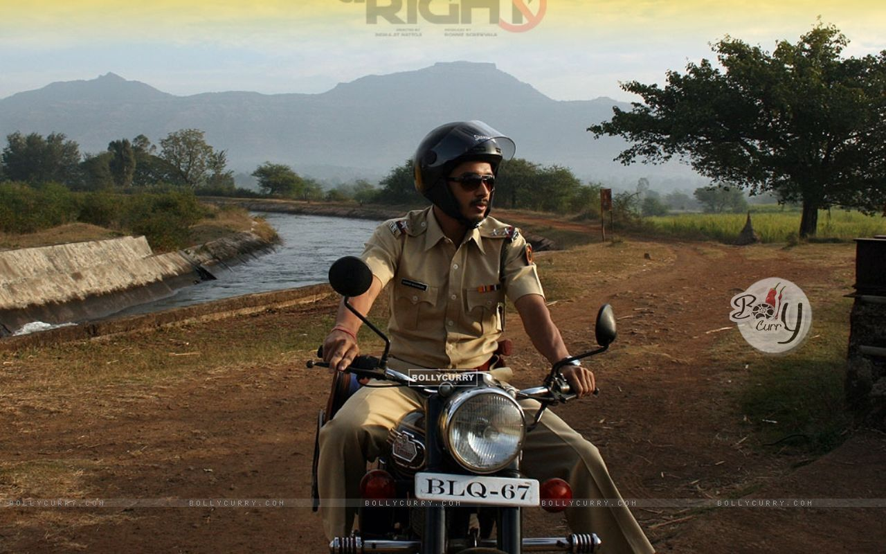 Shreyas Talpade sitting on a bike (15486) size:1280x800