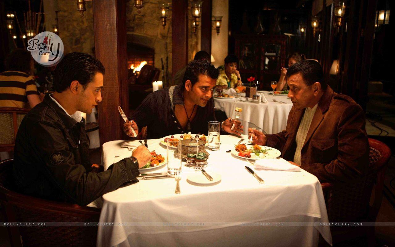 Mithun,Imraan and Ravi having their dinner (15647) size:1280x800