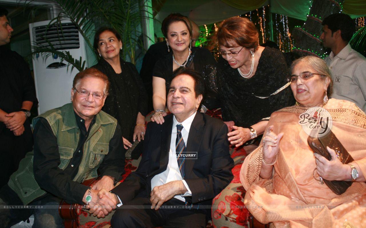 Farida Jalal, Helen, Saira Banu grace Dilip Kumar's 89th Birthday Party (174471) size:1280x800