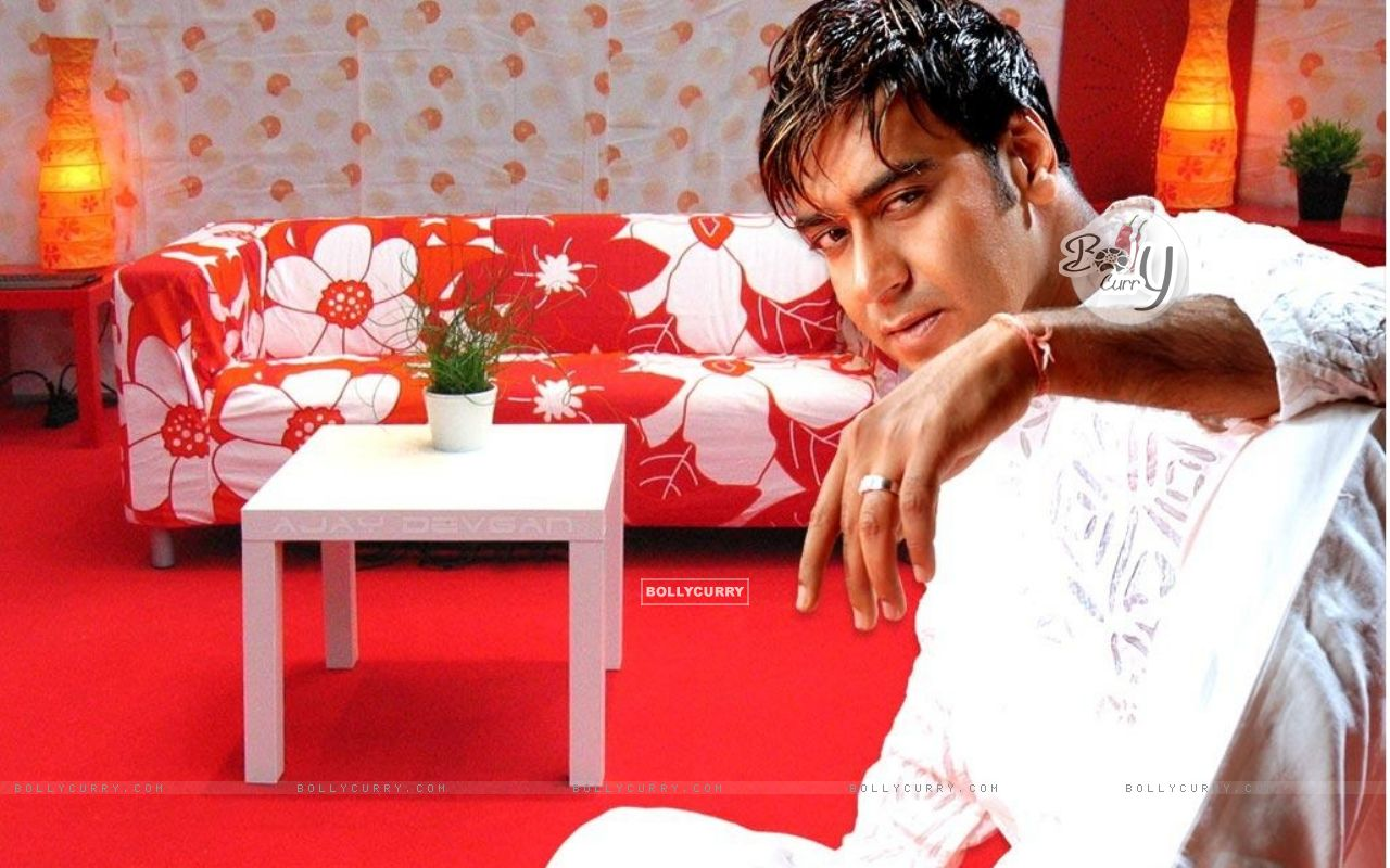 Ajay Devgan House Photos http://www.bollycurry.com/wallpaper/1280x800/17515-ajay-devgan.htm