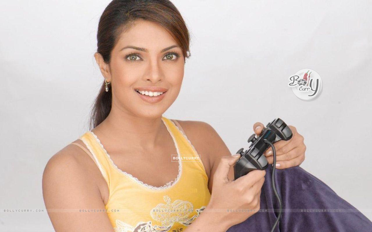 Priyanka Chopra Hot 15 Wallpapers Bollywood News Reviews Wallpapers ...