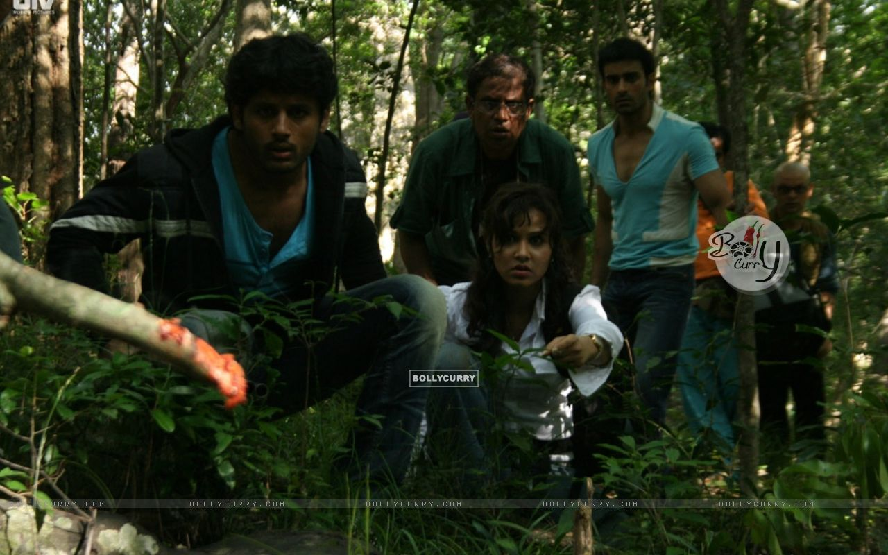 A still scene from Agyaat movie (20383) size:1280x800
