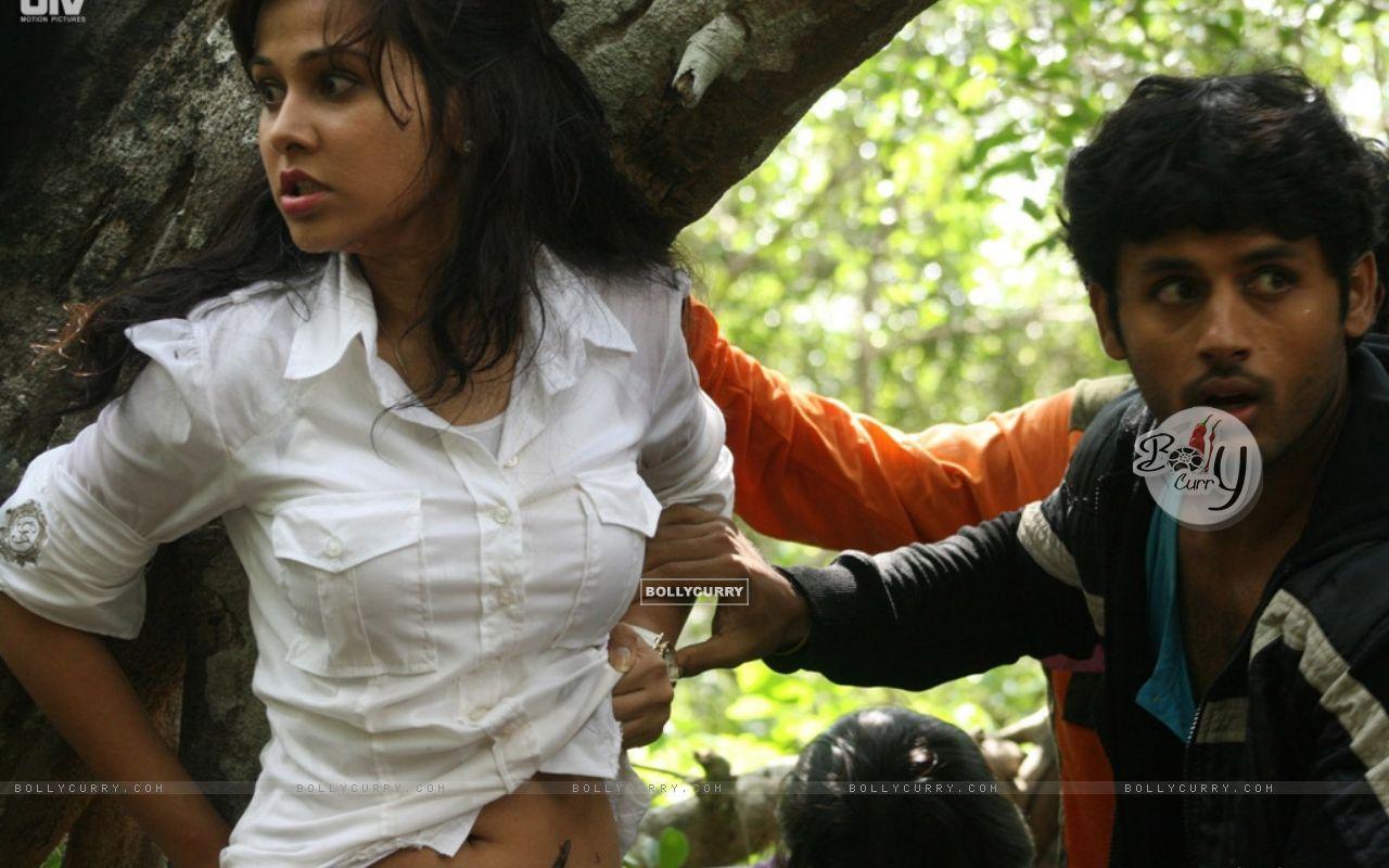 Nitin Reddy and Nisha Kothari in Agyaat movie (20388) size:1280x800