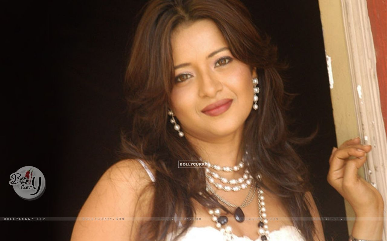 Download Wallpaper Size Image Celebrity Reema Sen